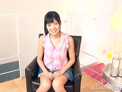 Kinky Asian siren is pleasing a cock with her mouth