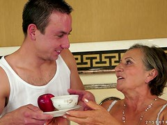 Lewd granny Kata seduces a man and welcomes his dick in her old vag