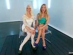 Flexible Amy Brooke gets fisted and toyed hard