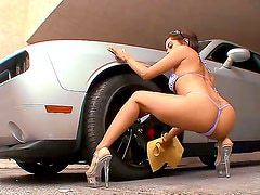 Vanessa Leon demonstrates her naughty bits as she gets her