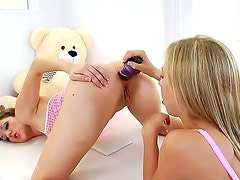 Chastity Lynn and hot Kiera King love to have