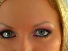 Sunny Diamond is that gorgeous babe who loves to