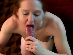 Amateur babe suck a dick after driving