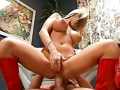 Davia Ardell Bounces Her Tight A...