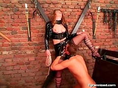 Mistress in latex makes him eat her pussy