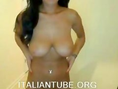 LA MIA AMICA SI MOSTRA IN CAM - BUSTY WEBCAM GIRL
