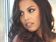 Stunning Brunette Raquel Pomplun Erotic Display of Beauty