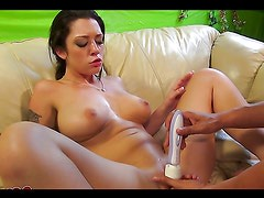 Horny hottie ends up with a mouthful of cum in hot clip