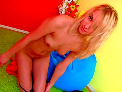 Sporty blonde loves to pose nude