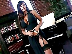 Scorching Hot Lisa Ann Shows Off...