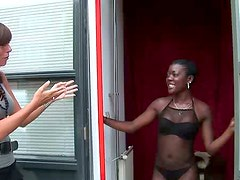Chocolate skinned hottie gets paid for blowjob