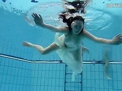 Sexy underwater swimming video with babe