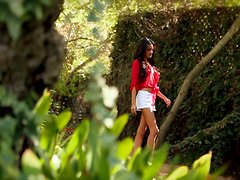Fantastic beauty Bryiana Noelle poses nude in the garden