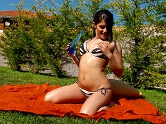 Slim brunette Inge enjoys playing with her pussy in the garden