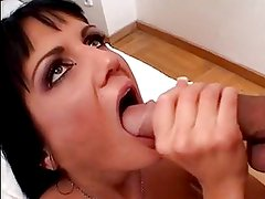 Sarah Twain Gets Mouthfucked As...
