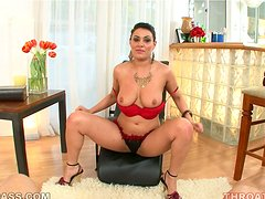 Charley Chase deepthroats a fat cock and enjoys it a lot