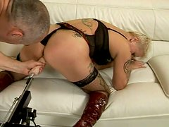 Frazzle blond mature gets her moist beaver pounded by dildo machine