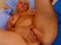 Ropey old greay haired slut Marianne desires to give a solid blowjob