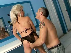 Ugly mature woman gets her hairy pussy drilled by dildo machine