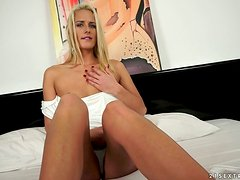 Chelsey Lanette fingers her pussy and gives a fabulous blowjob to her BF