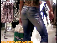 Sexy teen ass dancing for the candid cam