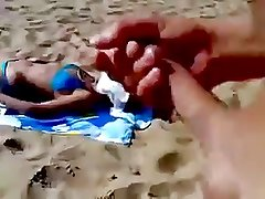 Guy jerking to unknowing woman on beach
