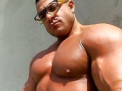 Big Muscle Chaz Ryan hits Venice Beach