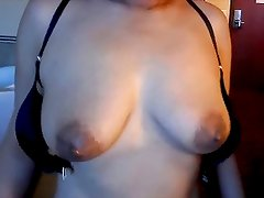 asian wife's ulneashes tits