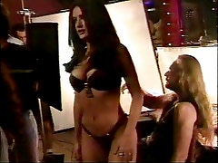Salma Hayek - behind the scenes in bikini