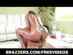 Brazzers - Skin Diamond knows how to grind