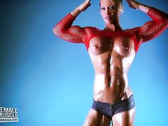 Female Muscle Babe Ginger Martin Has An Amazing Body!