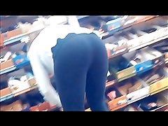 Round shoe store booty on leggings