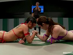 One chick opposes two sluts on the ring