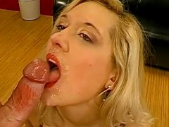 Blonde love to feel sloppy dick in her mouth