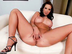 Brunette Kelly Divine cant live a