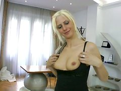 Hungarian bombshell sucks her lover's meat stick like a pro
