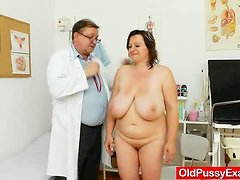 Fat and mature lady comes to see her gynecologist