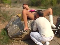 Simona gives a nice outdoor blowjob for free