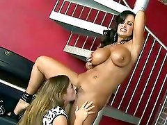 Blistering Taylor Vixen Eats Out...