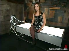Amber Rayne gets her twat ripped apart by a fucking machine