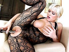 Cindy Dollar is curious about dildoing her slit on cam