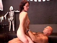 Linda loves 69 sex and to give a blowjob