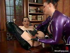 Betka Schpitz gets her snatch fingered and toyed in a study