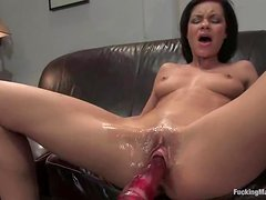Ruby Knox gets a great orgasm while riding a fucking machine
