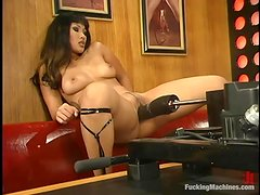 DragonLily gets her vag smashed by a huge dildo attached to sex machine