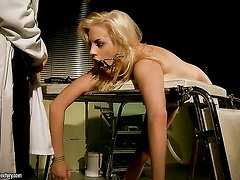Blonde Laraan does her best to make horny dude ejaculate