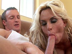 Seductive bombshell gives blowjob and gets fucked