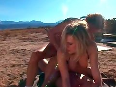 Thrilling double penetration of kinky blonde hoe in threesome