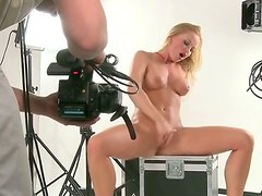 Incredibly hot blondie fingers her moist pussy with unbridled passion
