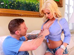 Incredible stunning babe Noel  gives an amazing blowjob